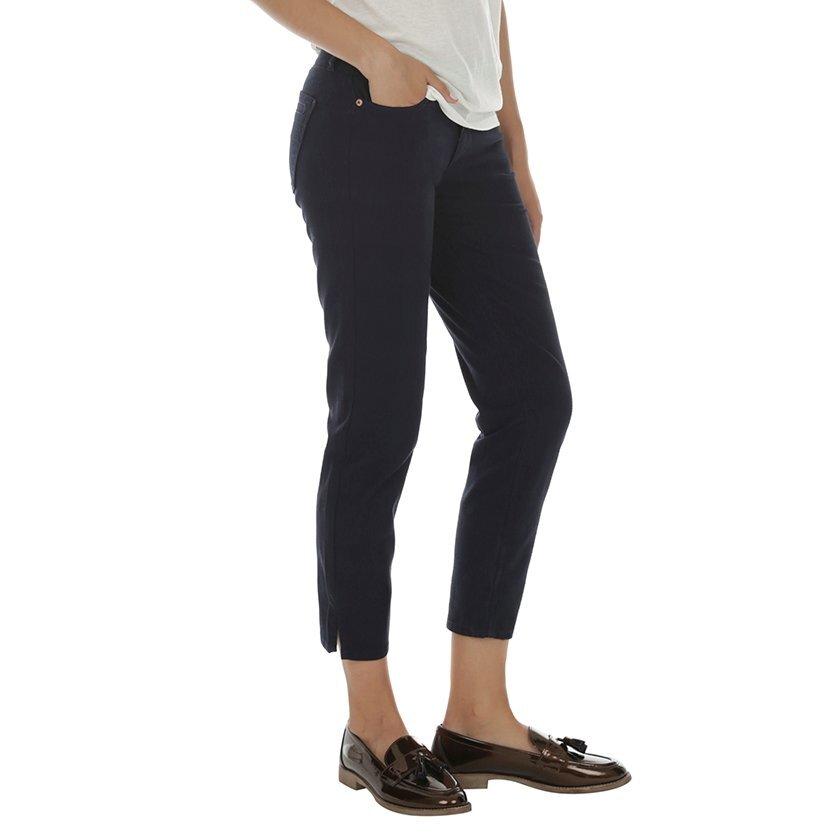 Kısa Paçalı Yırtmaç Detaylı Pantolon