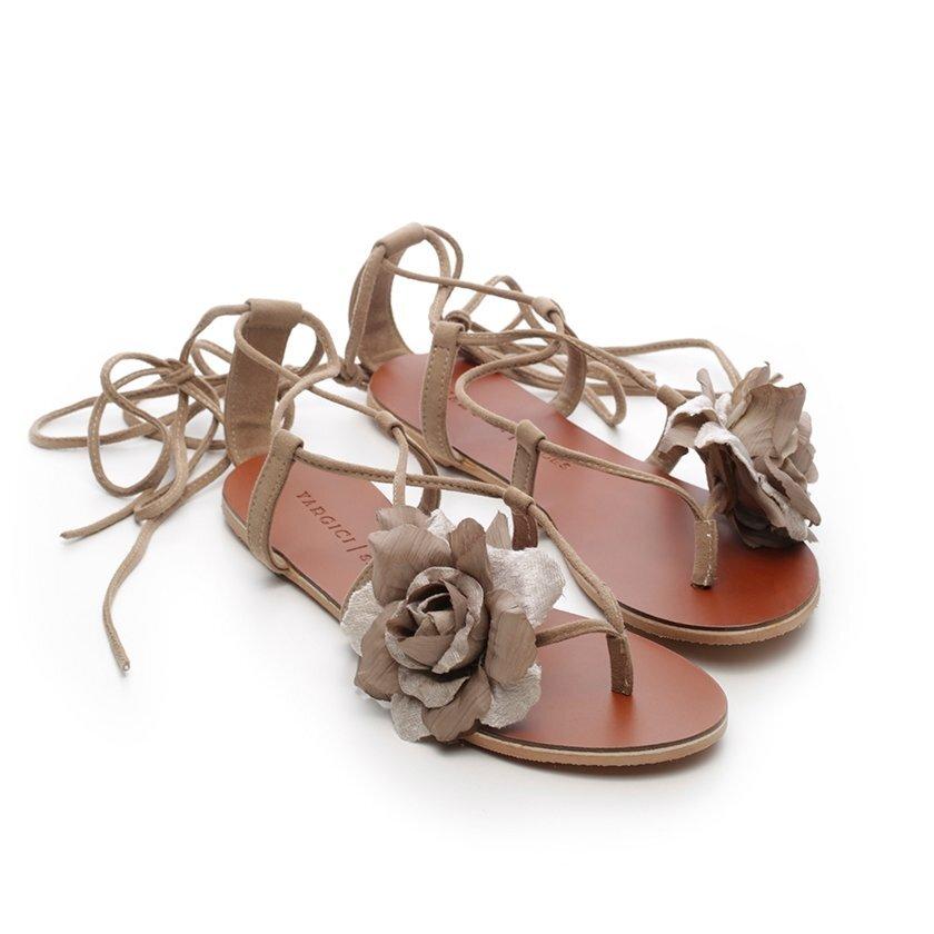 Çiçek Detaylı Deri Sandalet