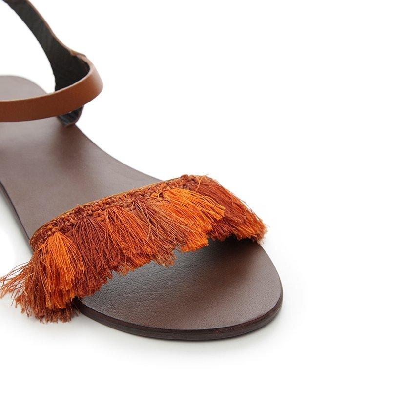 Püskül Detaylı Deri Sandalet