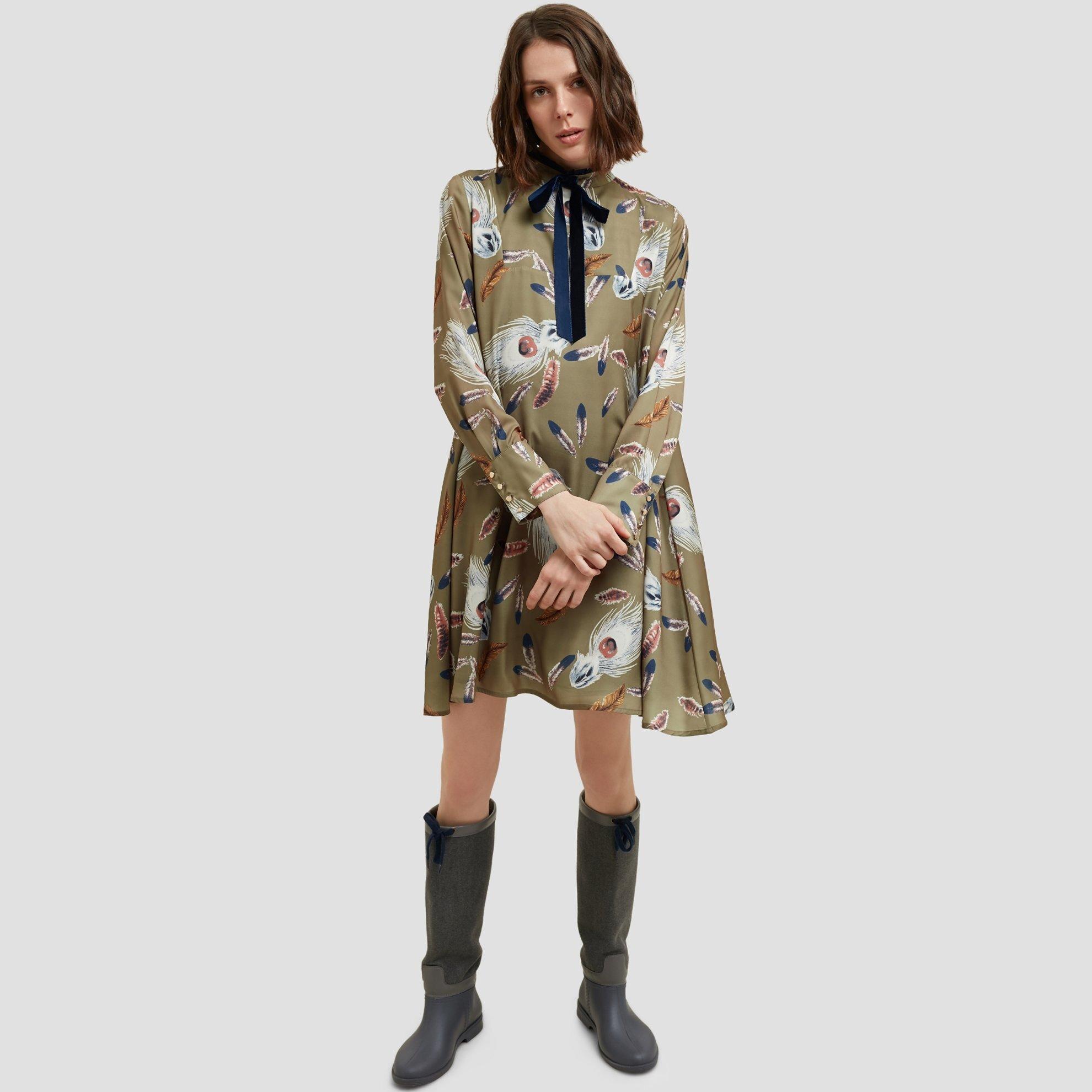 resm Yaka Detaylı Elbise