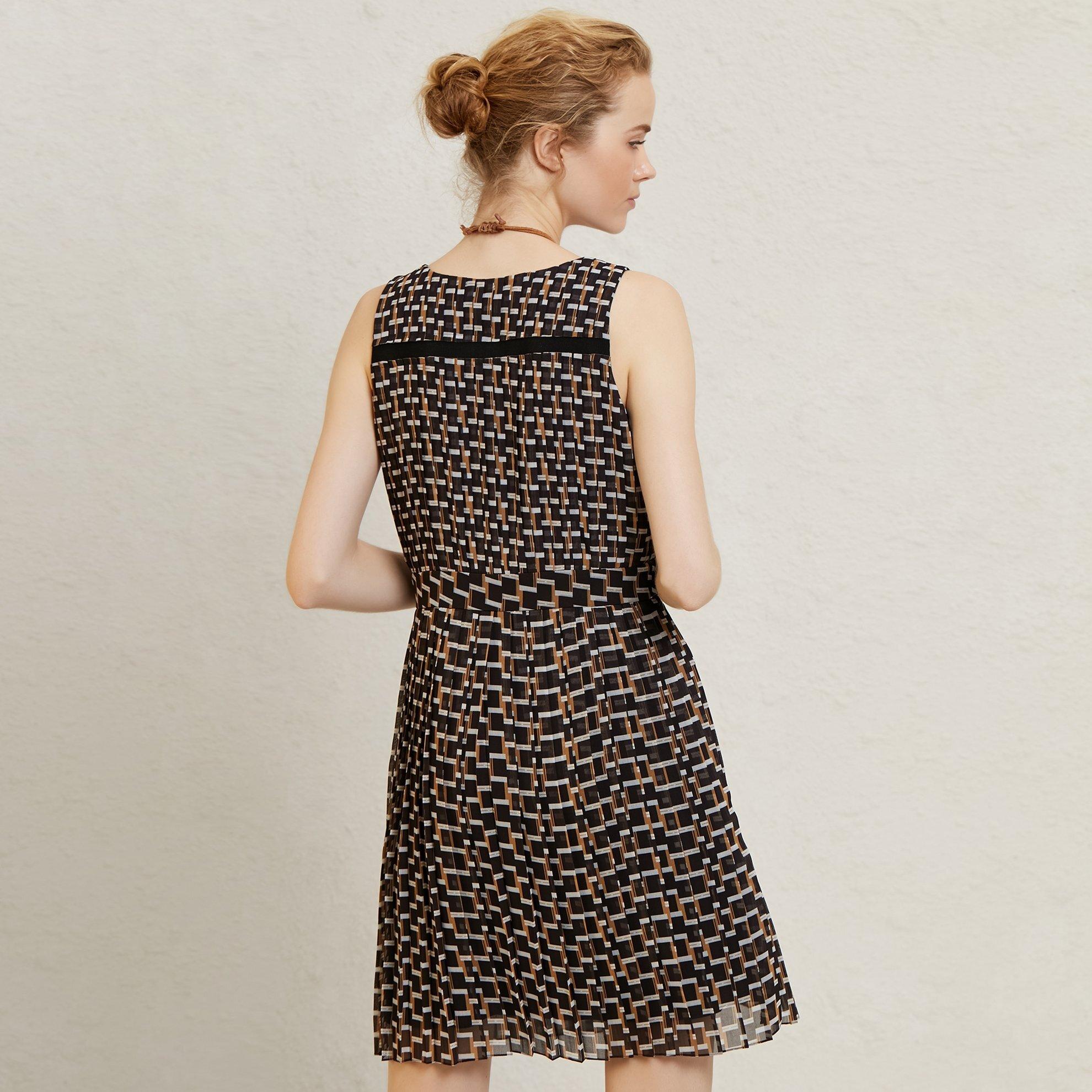 resm Pli Detaylı Diz Üstü Elbise