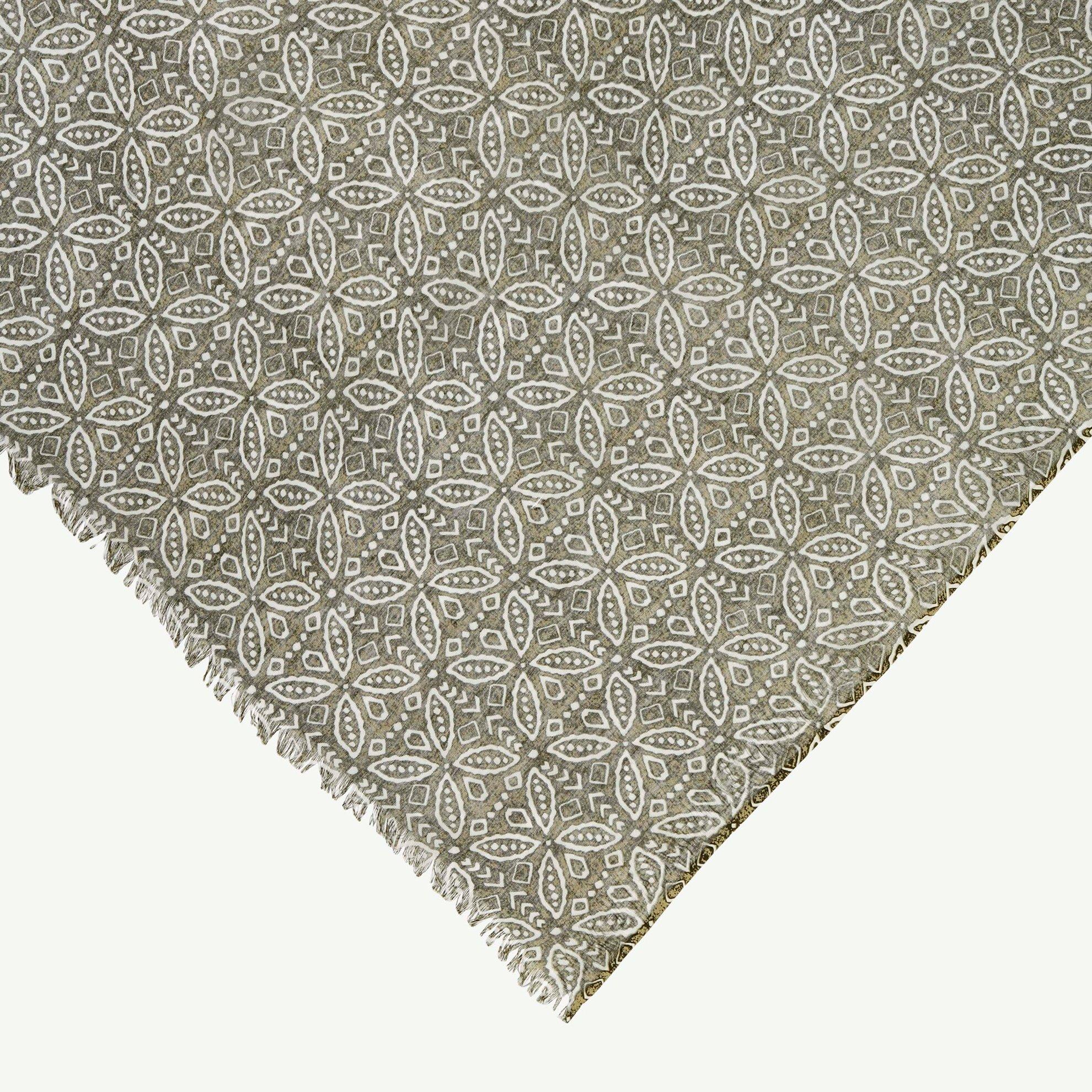 Schal mit Mustern