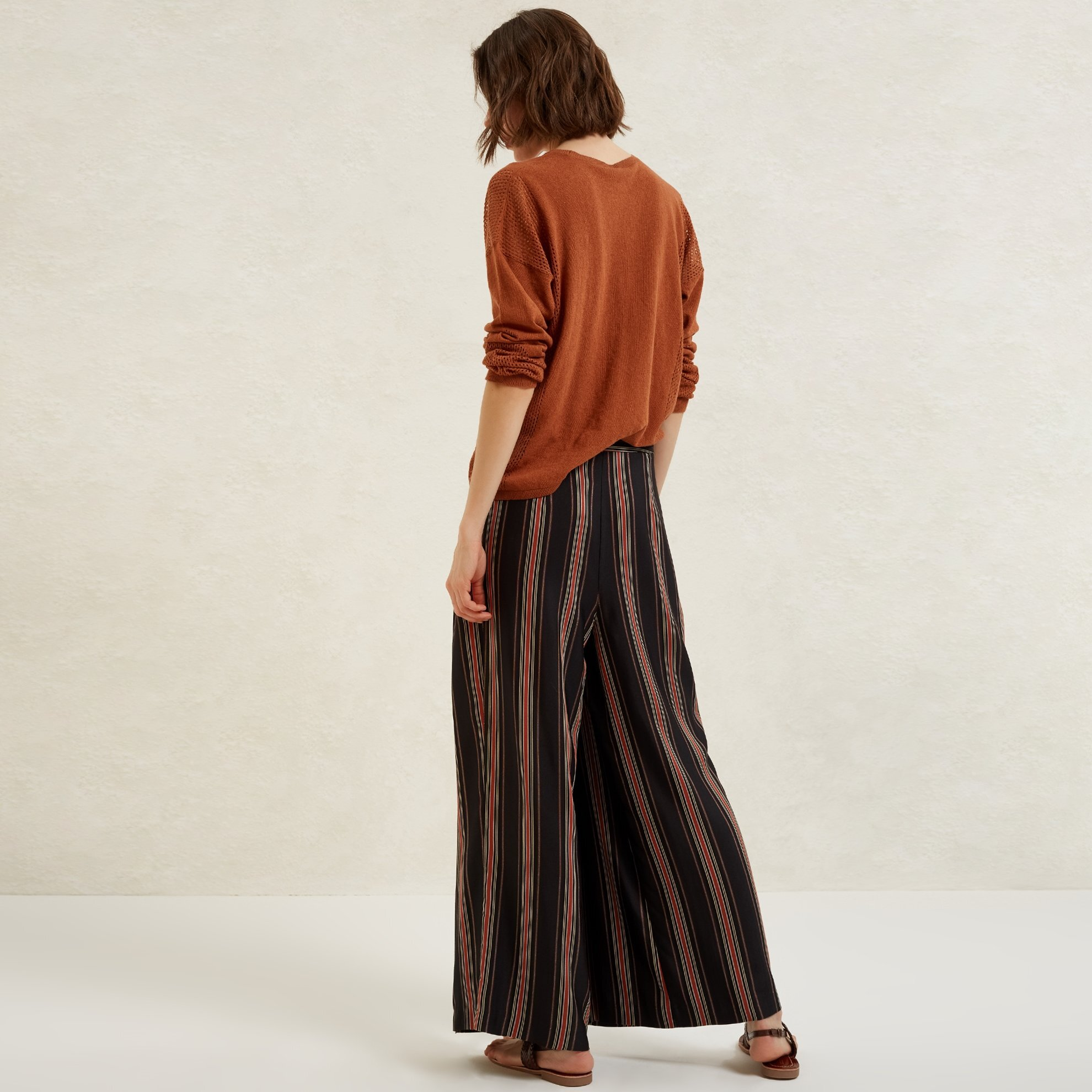 Breite und kurze Damen Hose