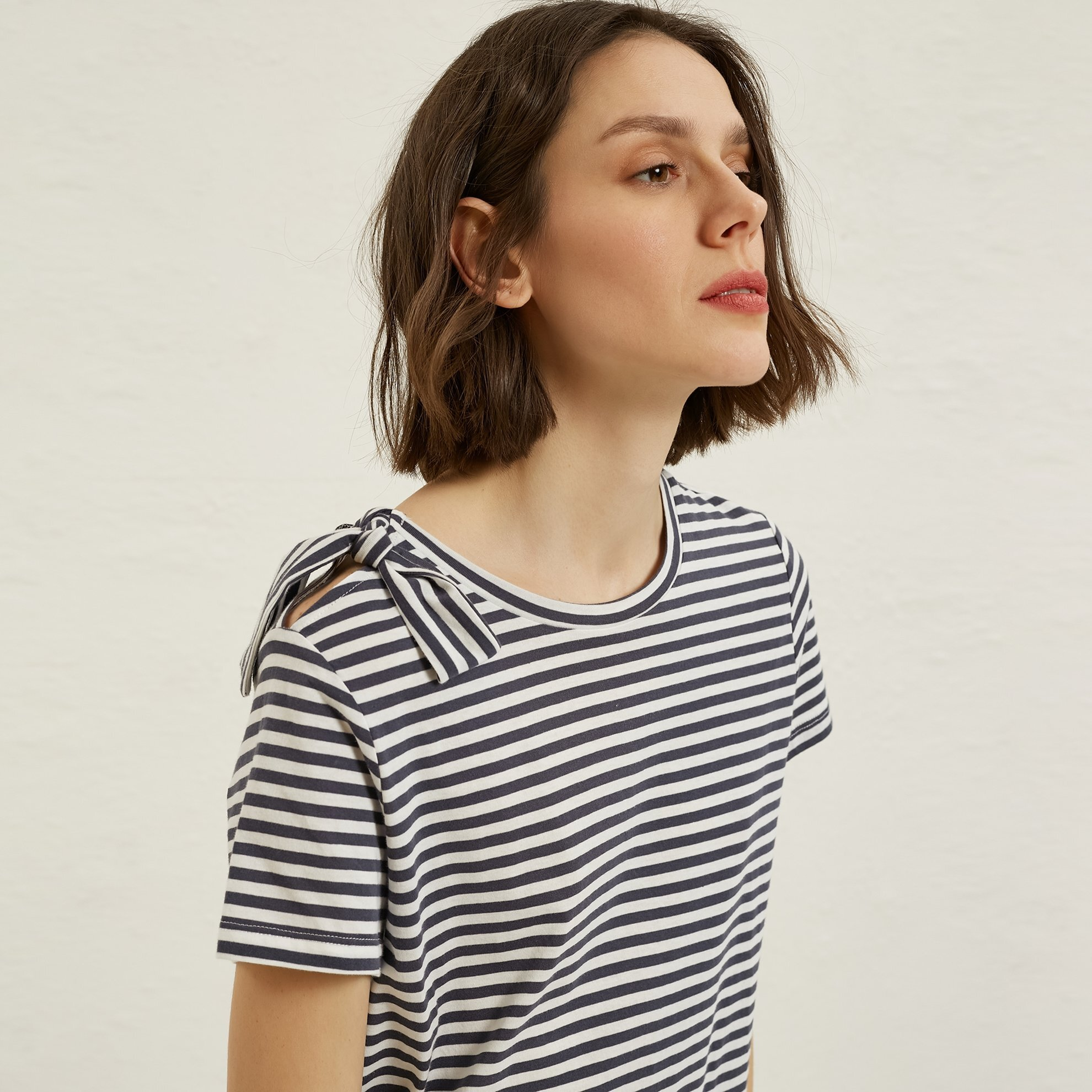 Tied Collar Detailed T-Shirt