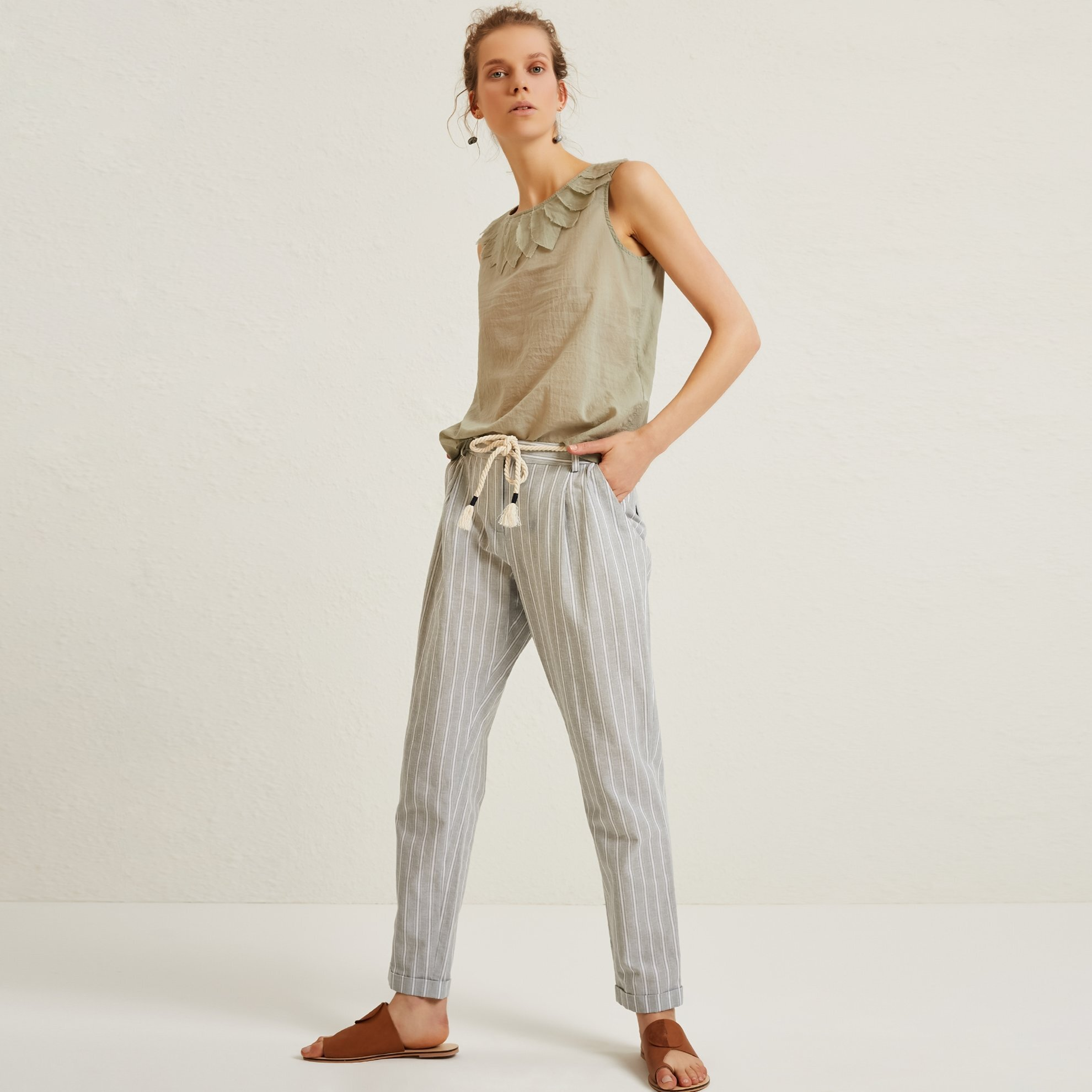 Belt Detailed Carrot Trousers