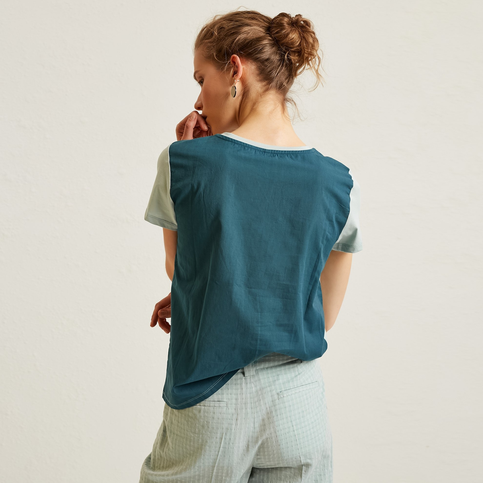 Contrast Binding Detailed Printed T-Shirt