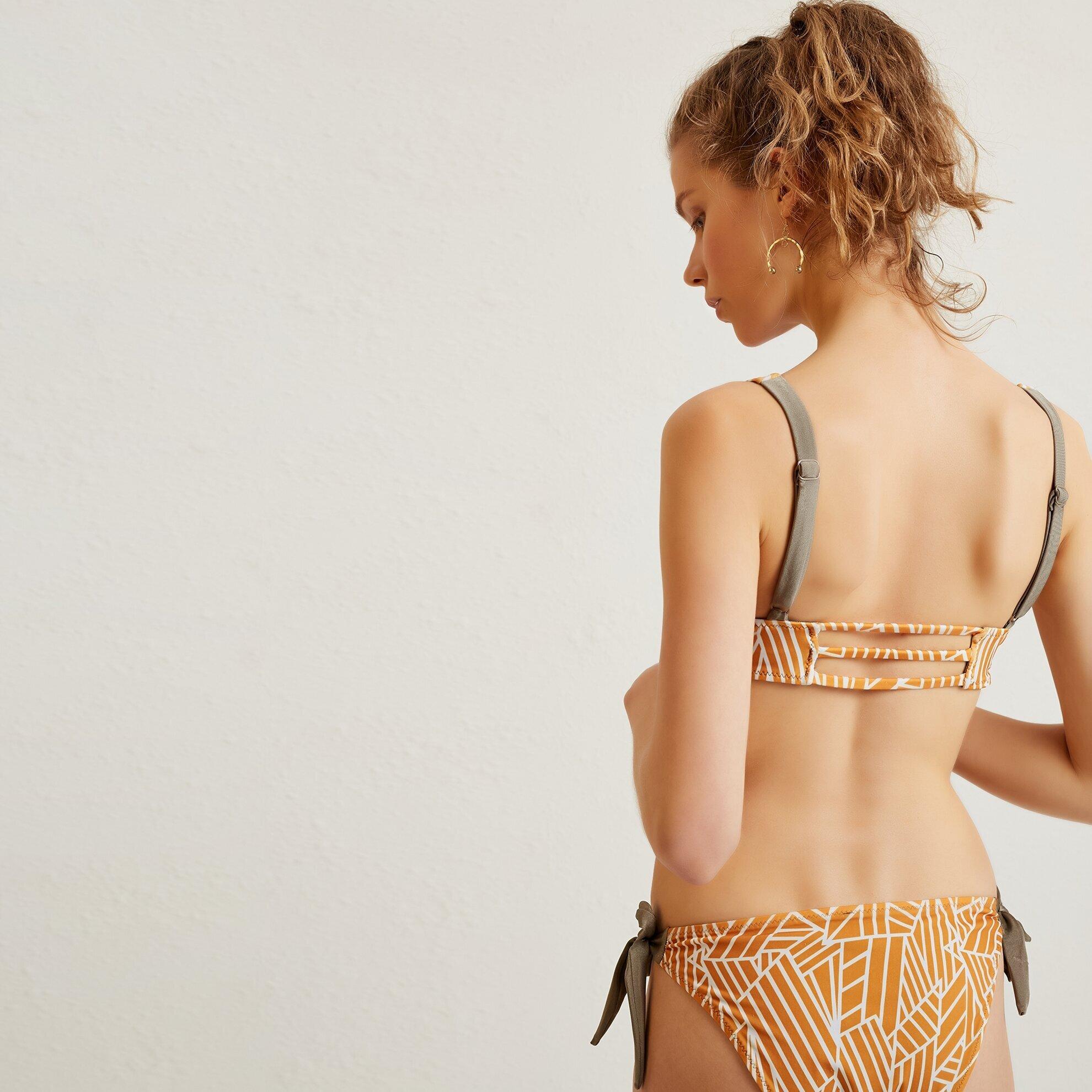 Yanı Bağlama Detaylı Bikini Altı