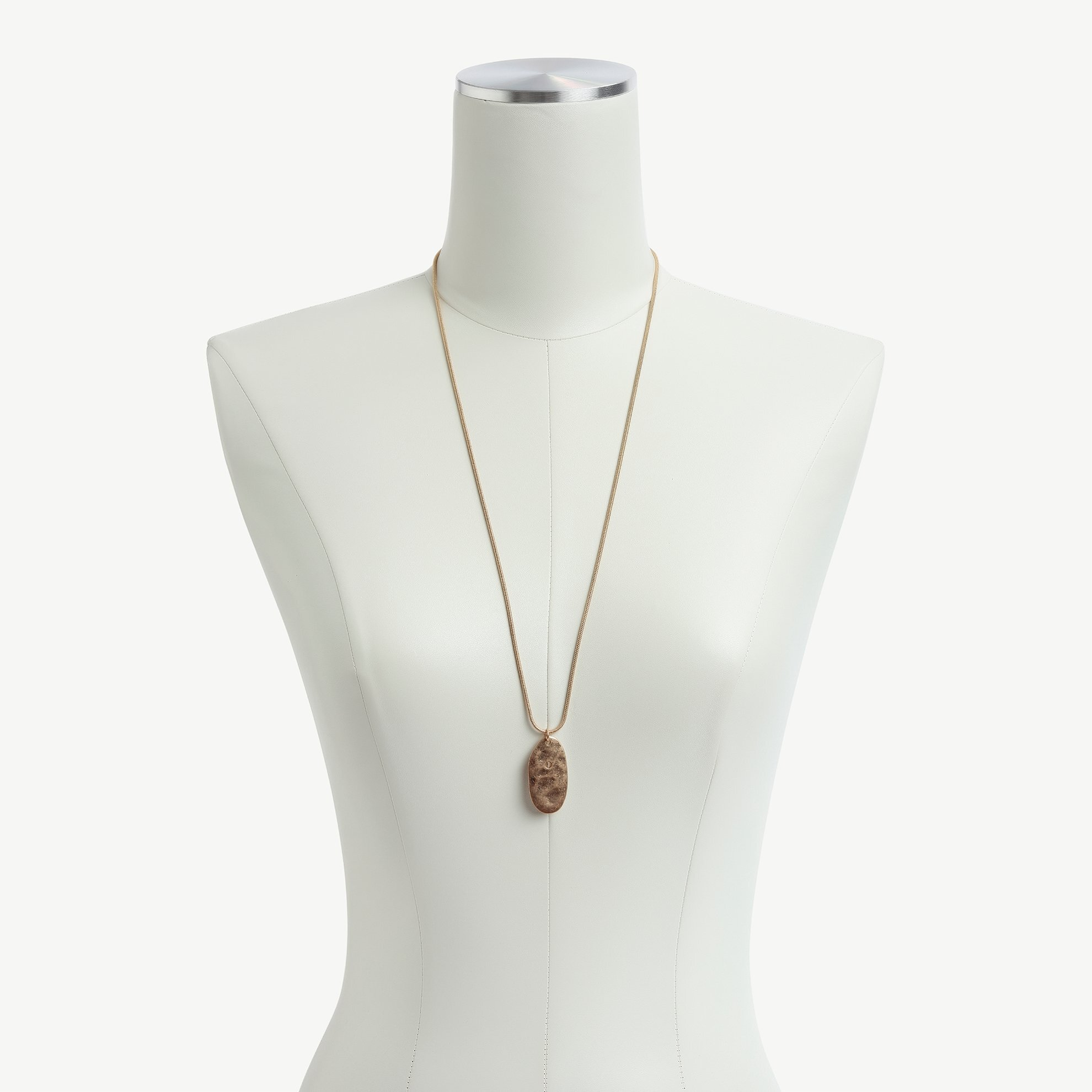 Halskette lang mit rechteckigem Anhänger