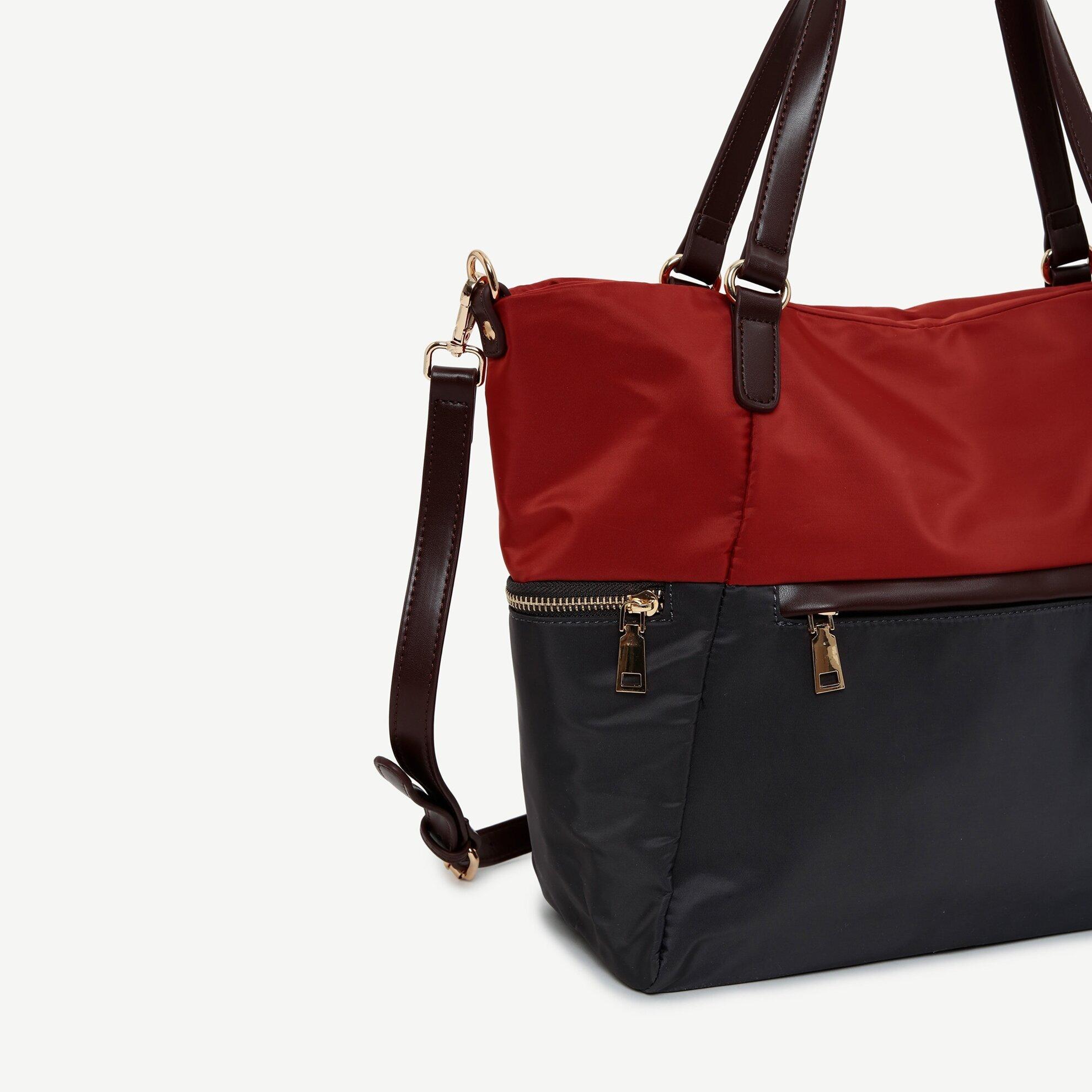Handtasche aus verschieden farbenen Stoffen