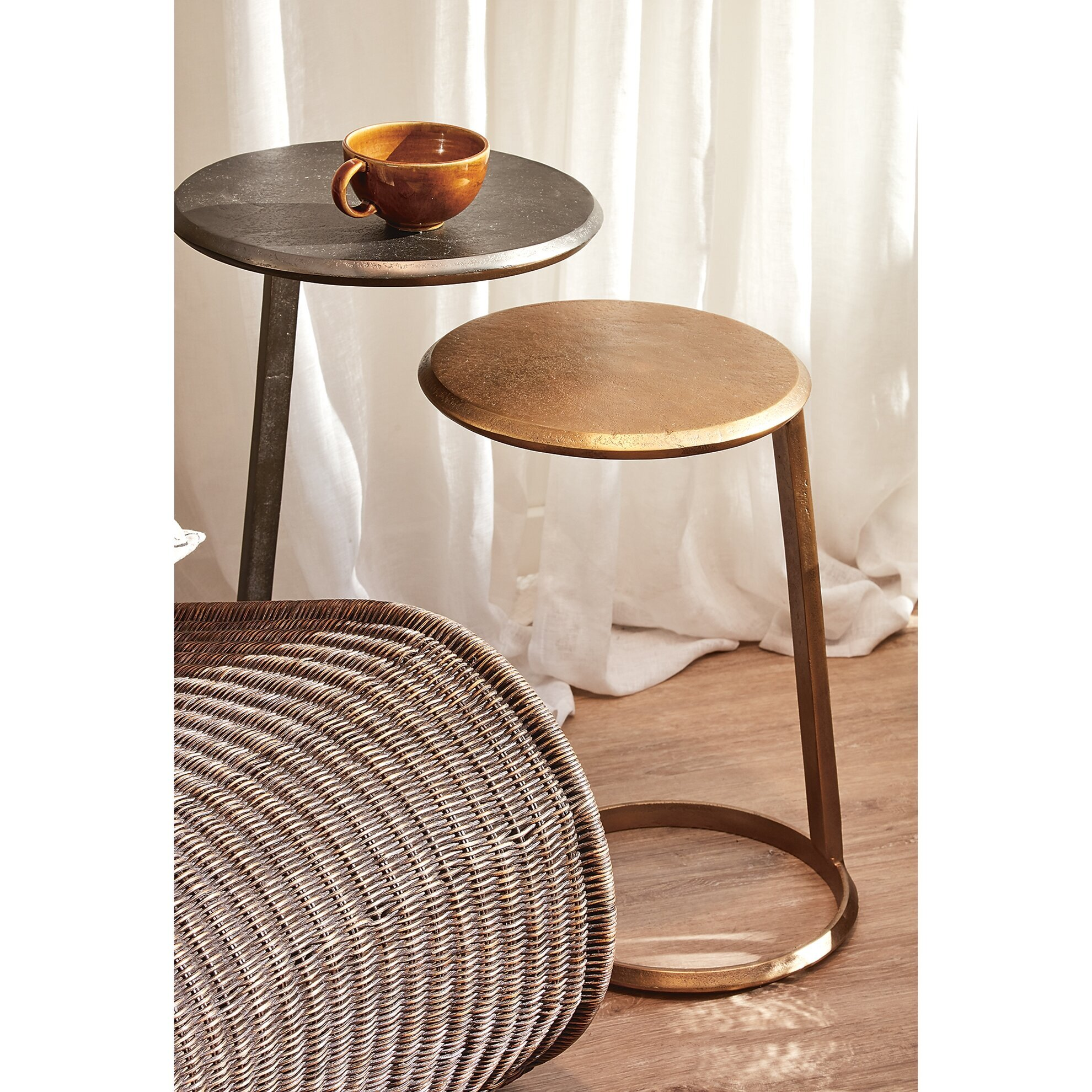 Round Metal Pedestal Table