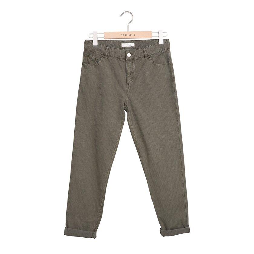 Arka Cebi Nakış Detaylı Pantolon