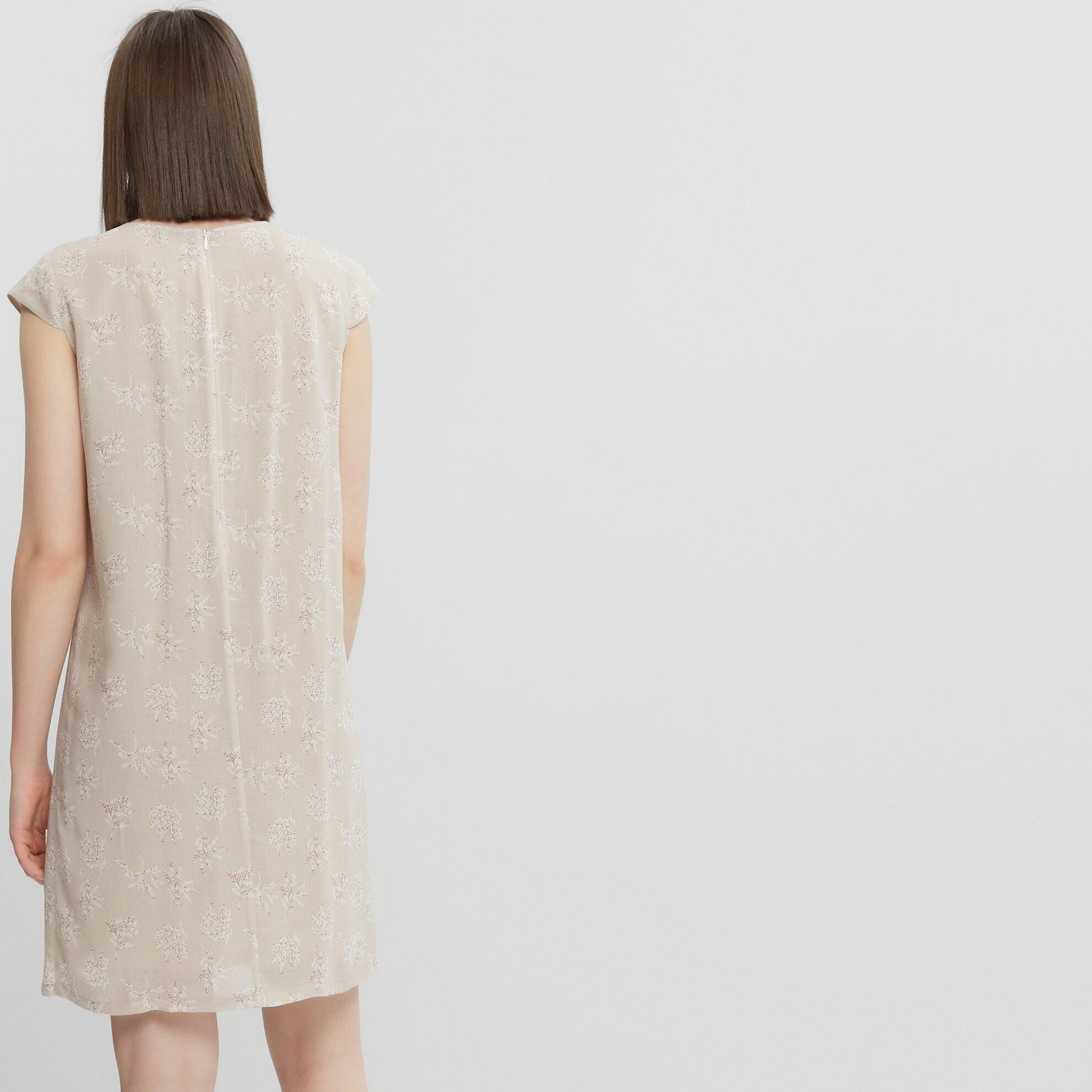 Burgu Detaylı Elbise