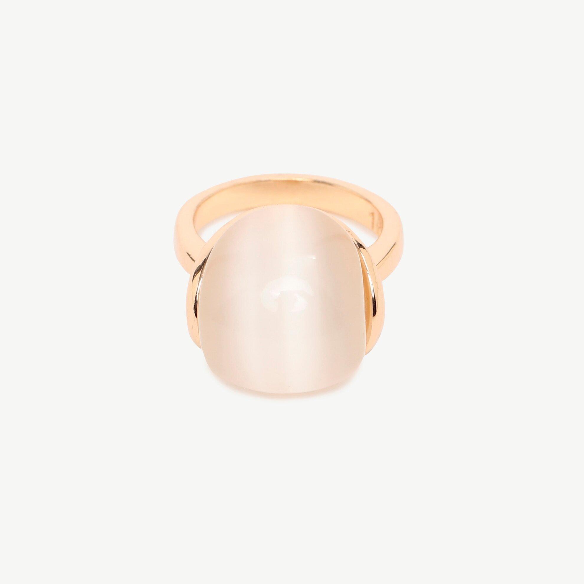 Ring mit weißem Stein