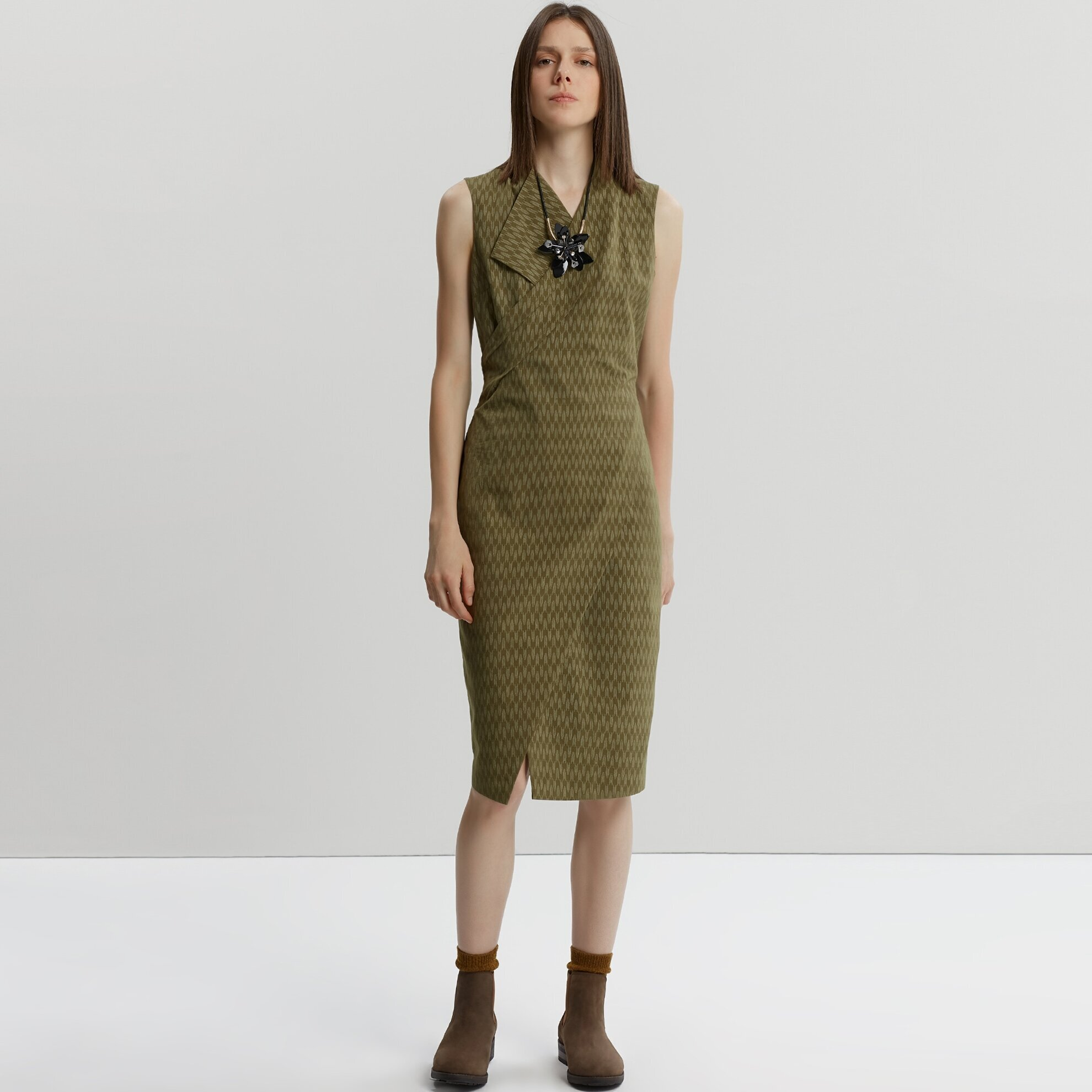 Dik Yakalı Elbise