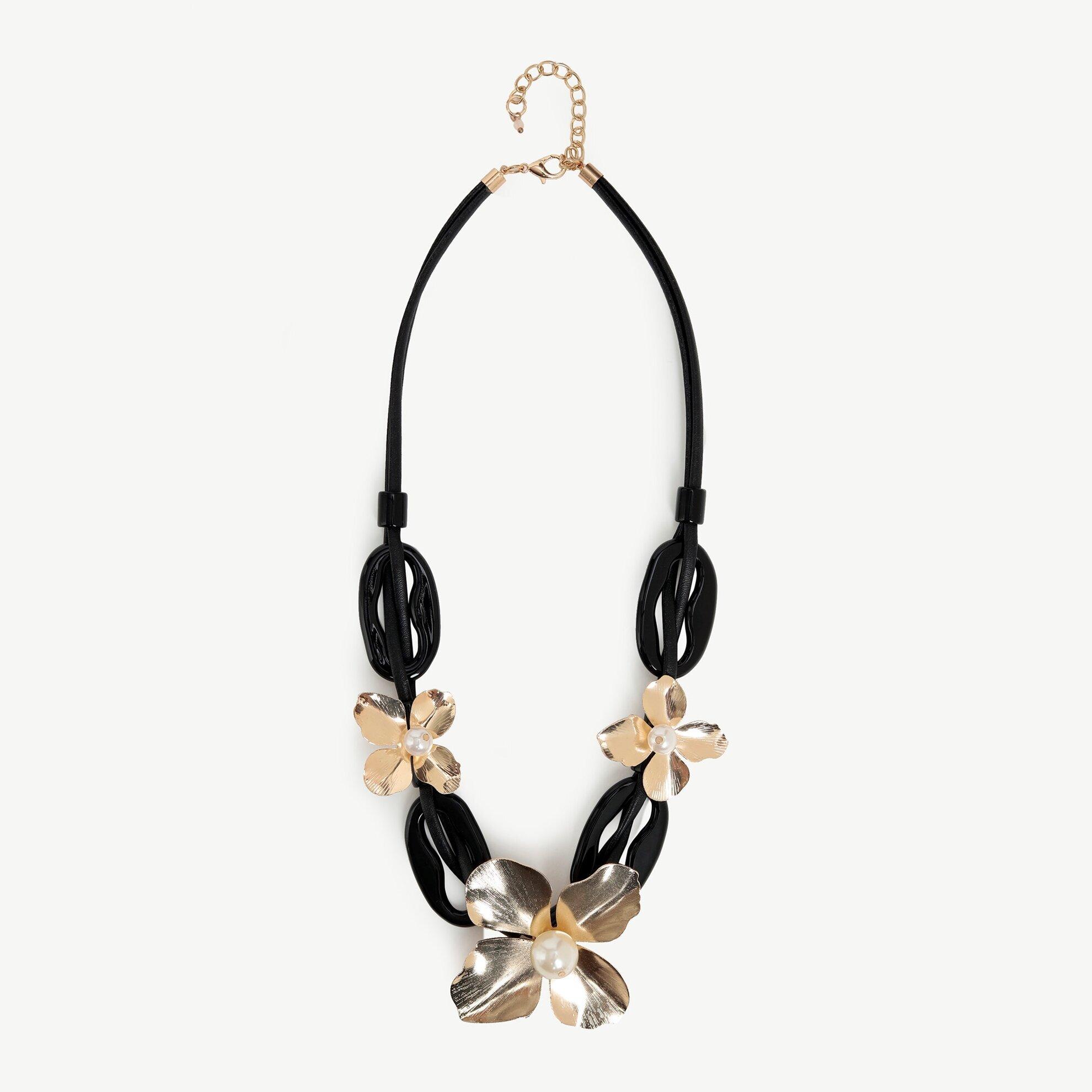 Çiçek Desenli Siyah Kolye