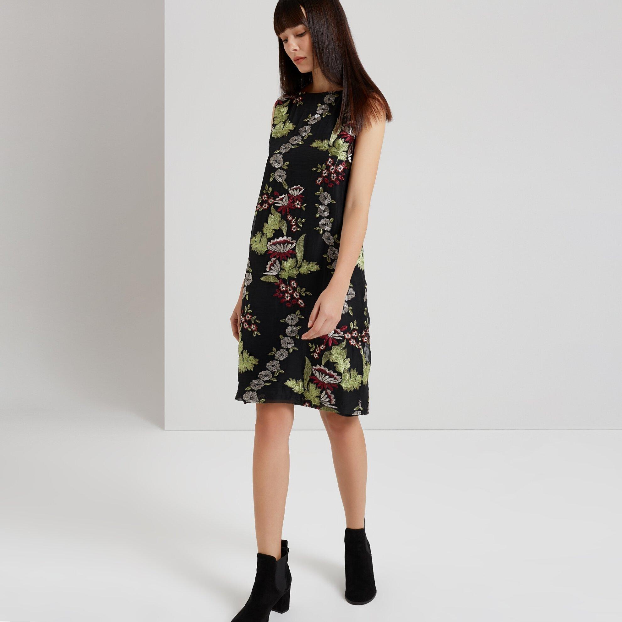Kayık Yaka Elbise