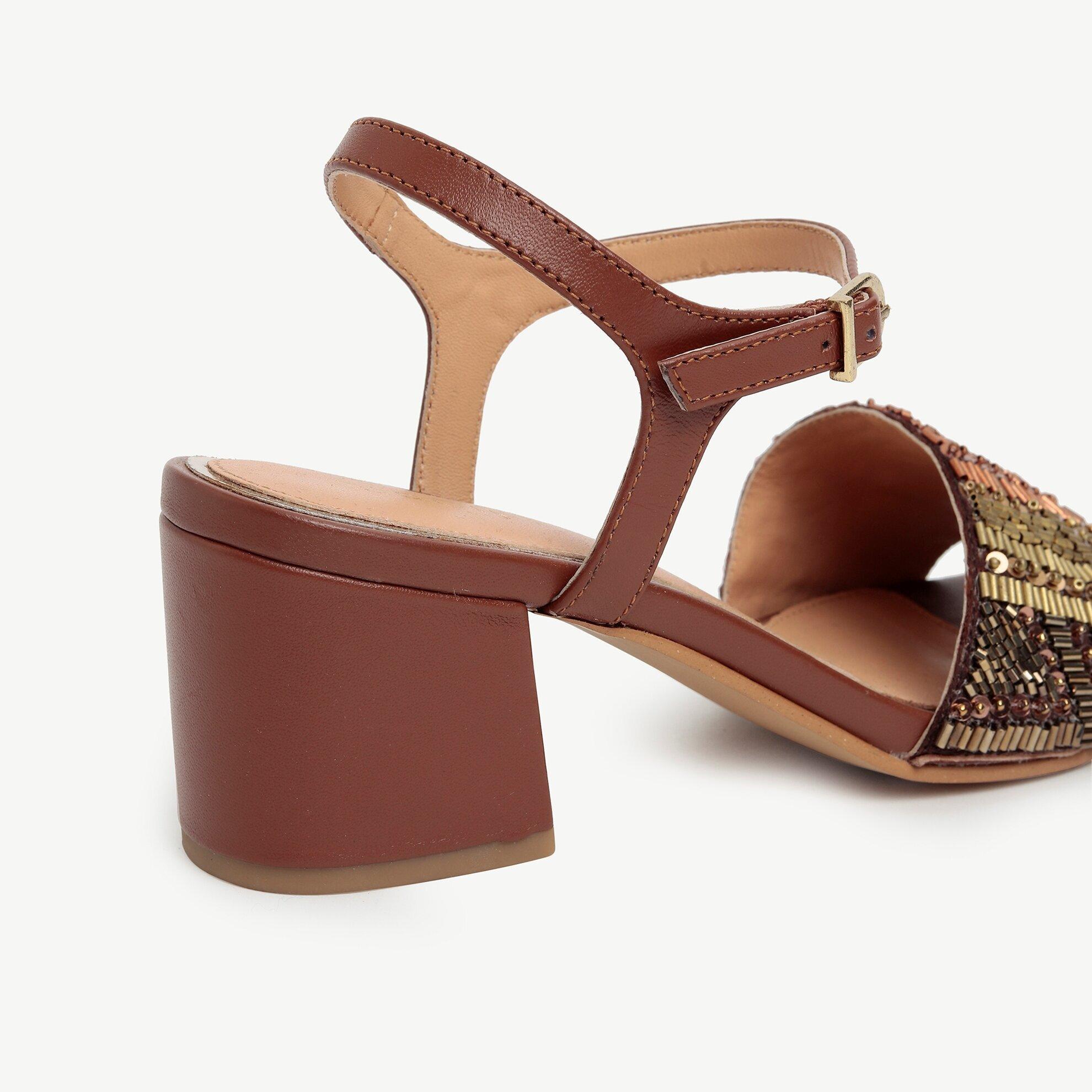 Boncuk İşlemeli Topuklu Sandalet