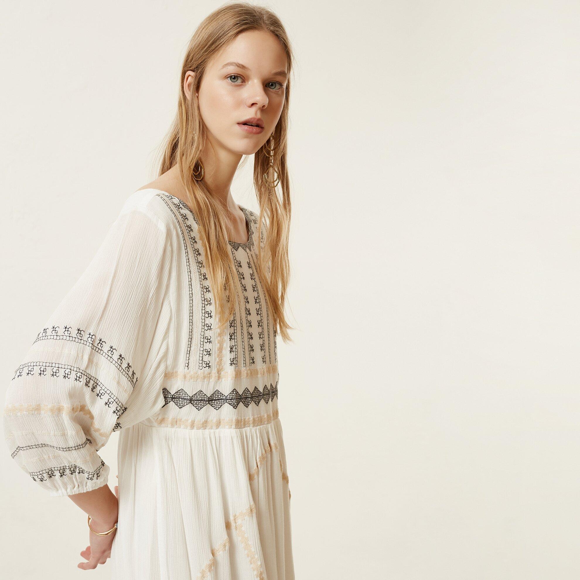 Nakış Detaylı Uzun Kollu Elbise