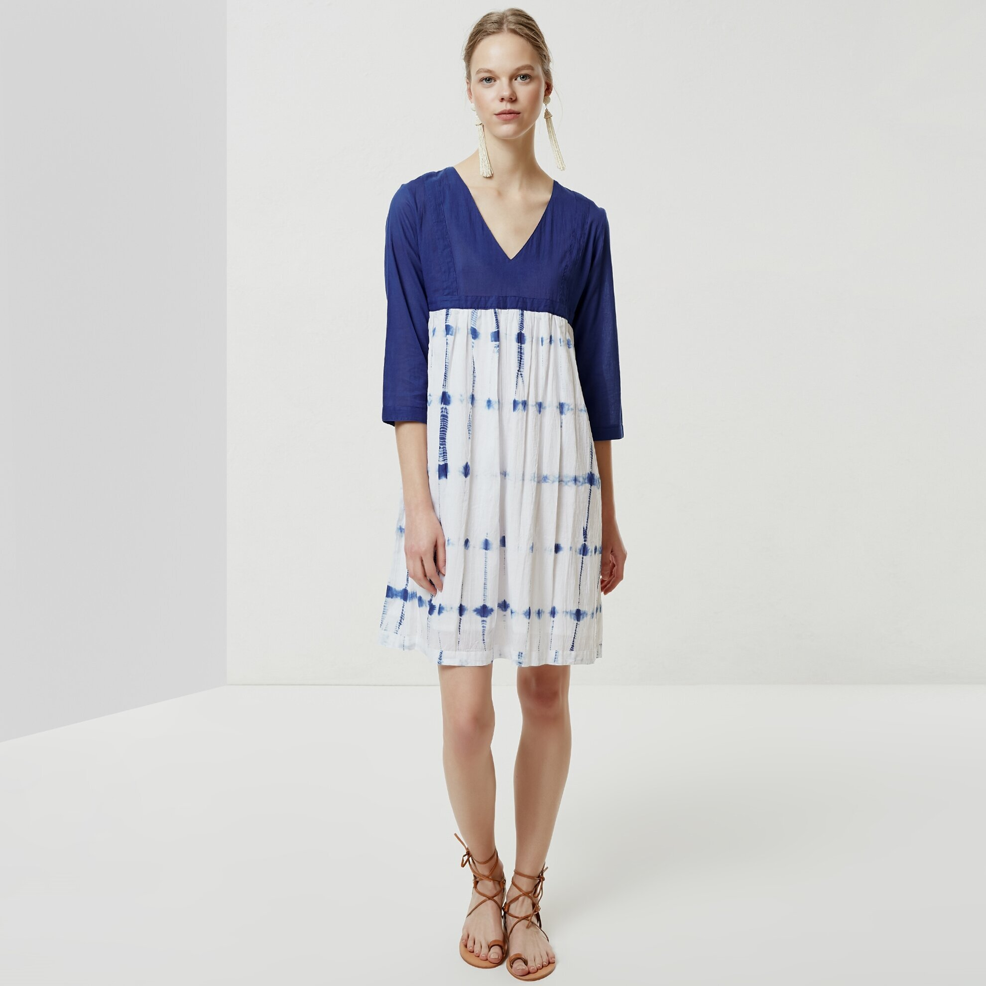 V Yaka Batik Elbise