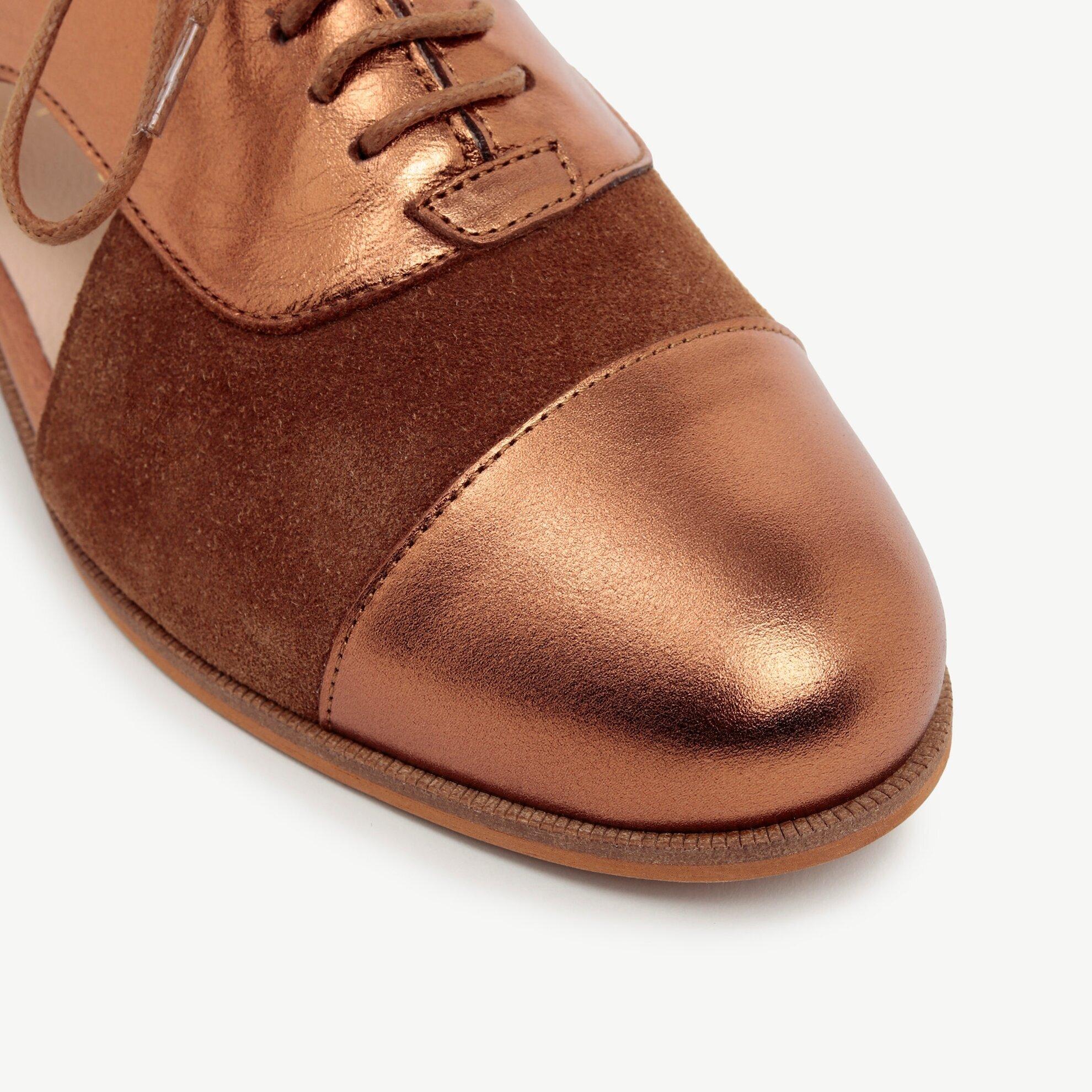 Yanları Açık Metalik Deri Detaylı Süet  Ayakkabı