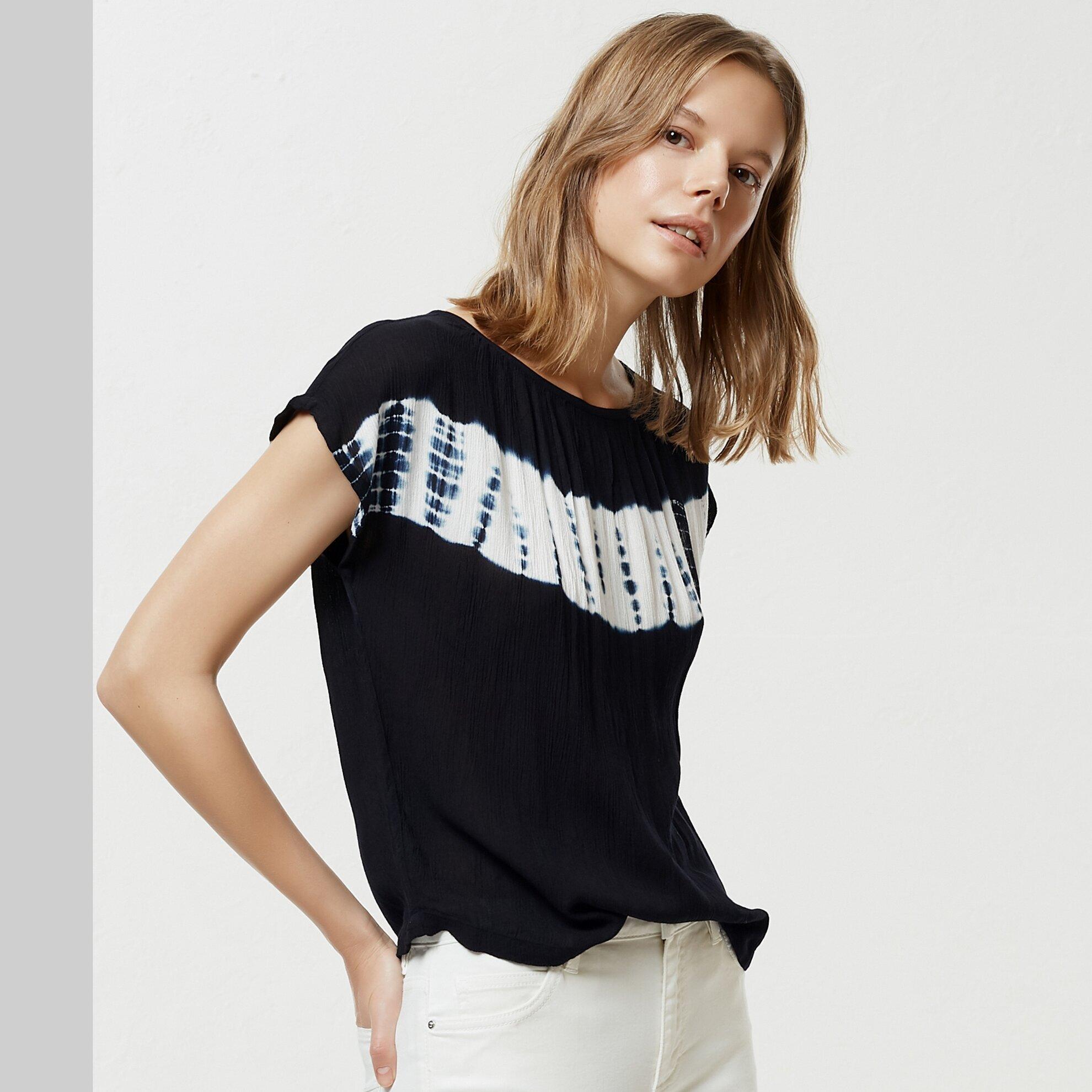Batik Detaylı Bluz