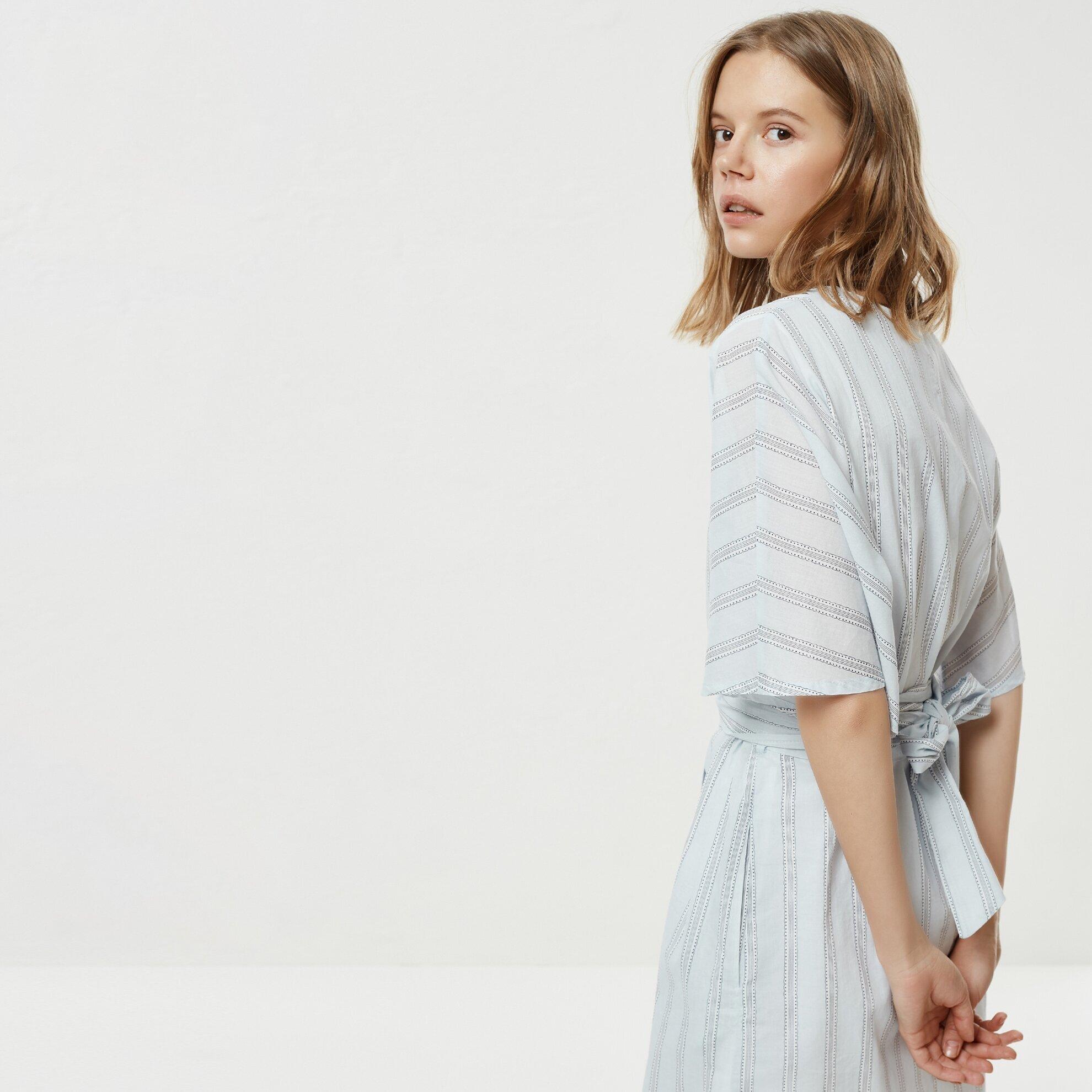 V Yaka Kuşak Detaylı Elbise