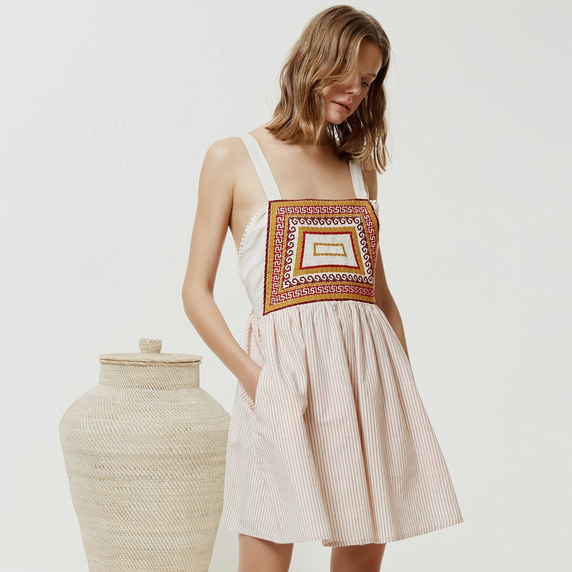 Nakış Detaylı Elbise