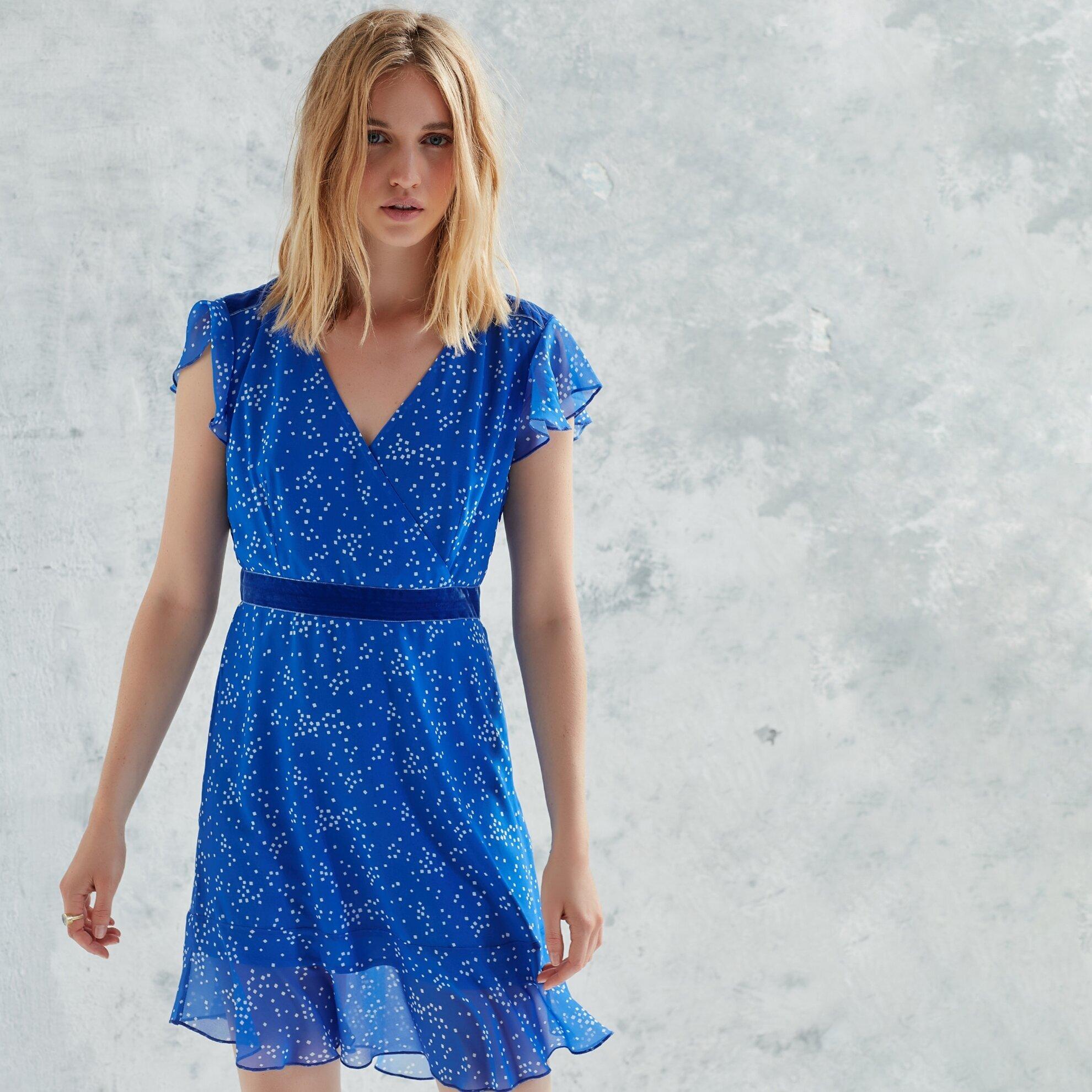 V Yakalı Volanlı Elbise