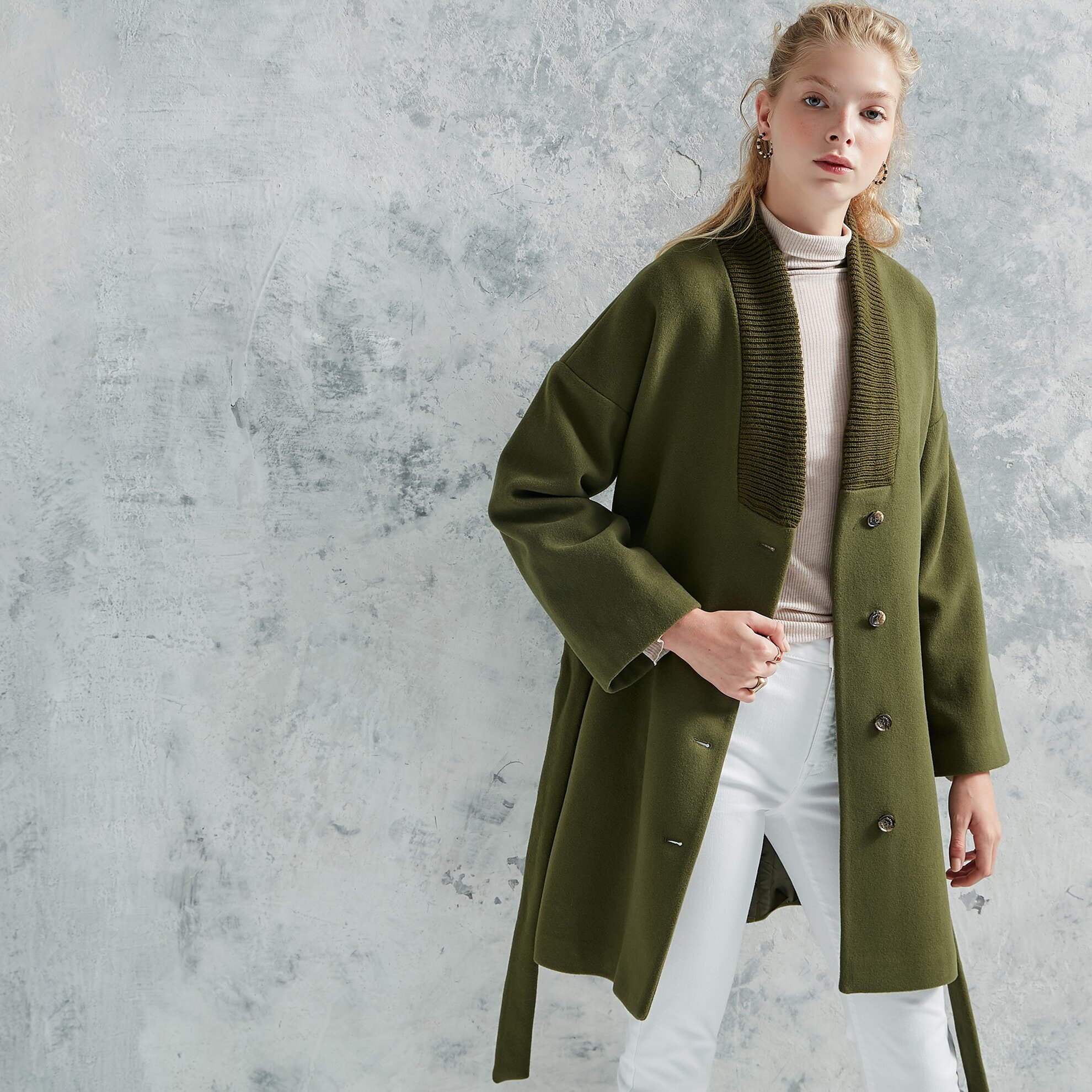 Yaka Detaylı Palto