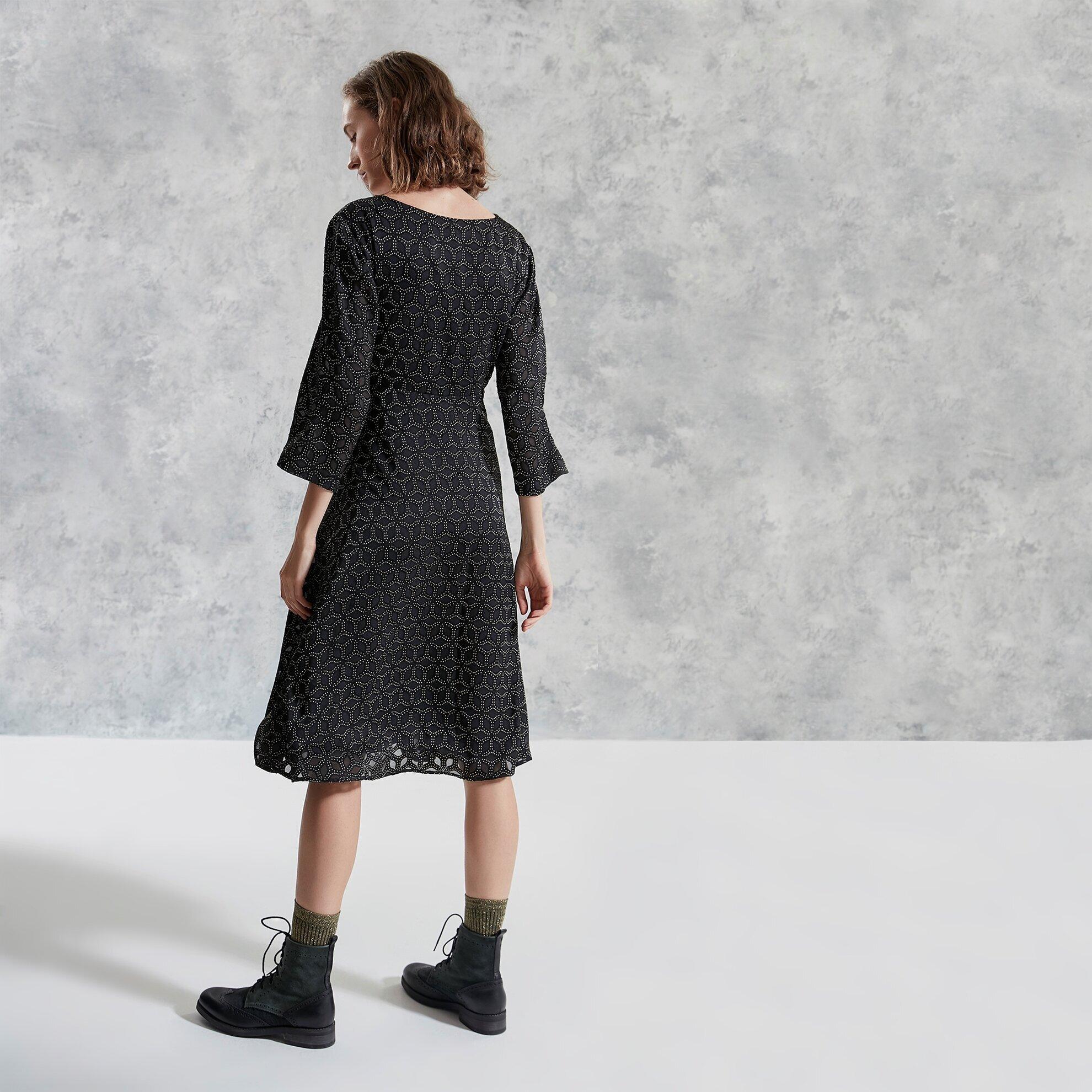 V Yakalı Kemerli Elbise