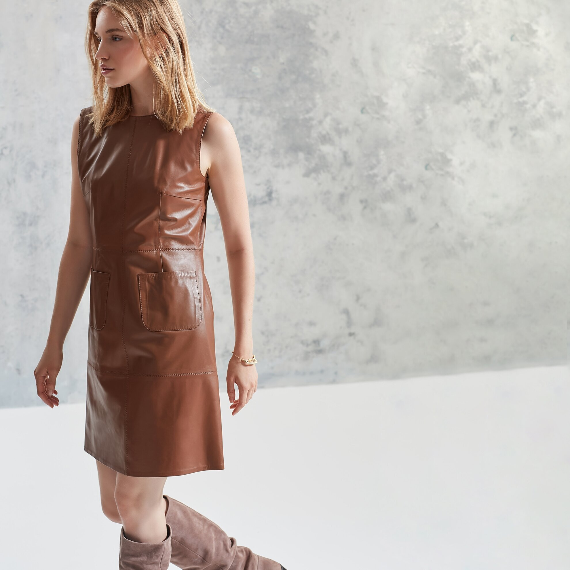 Panel Detaylı Deri Elbise