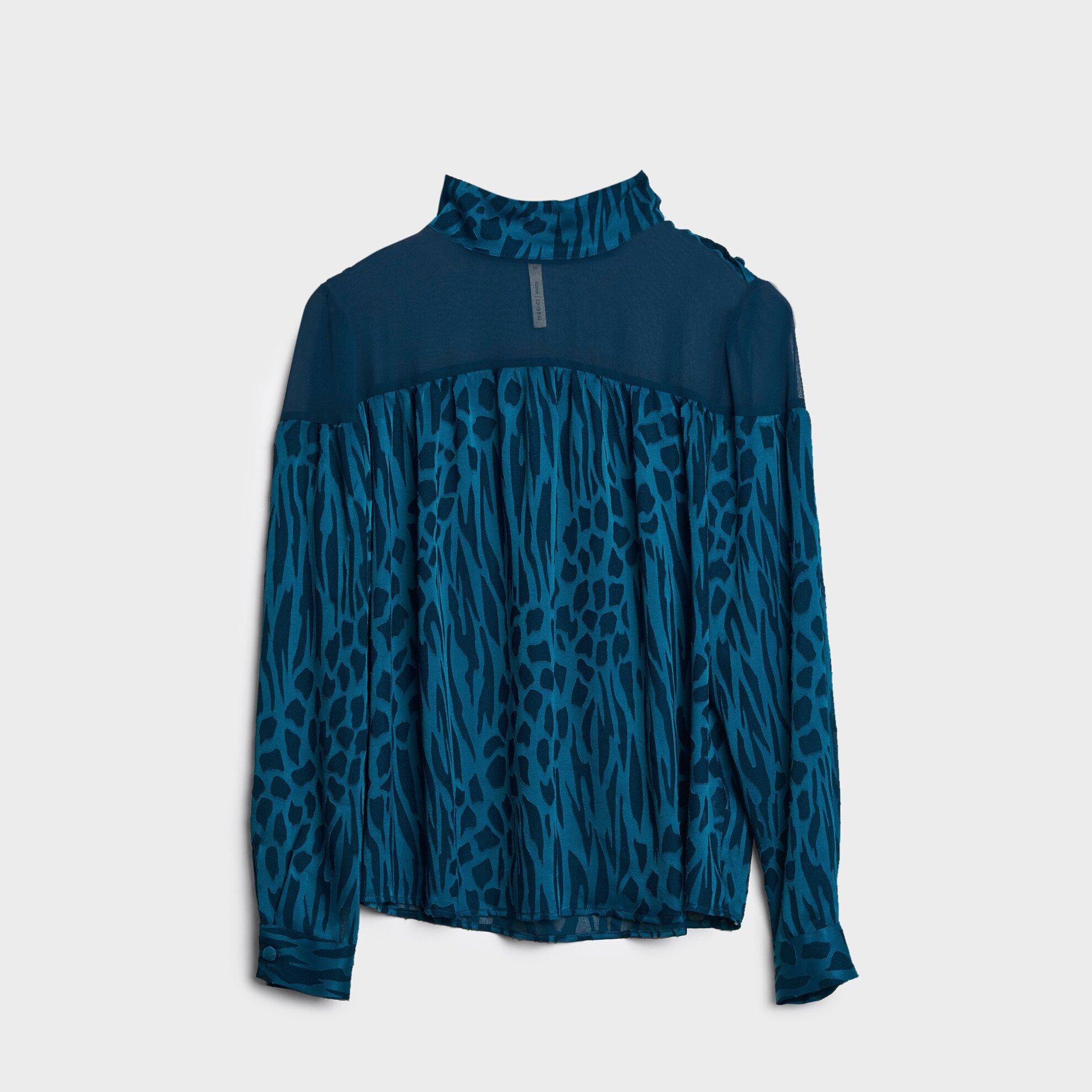 Düğme Detaylı Yüksek Yaka Bluz