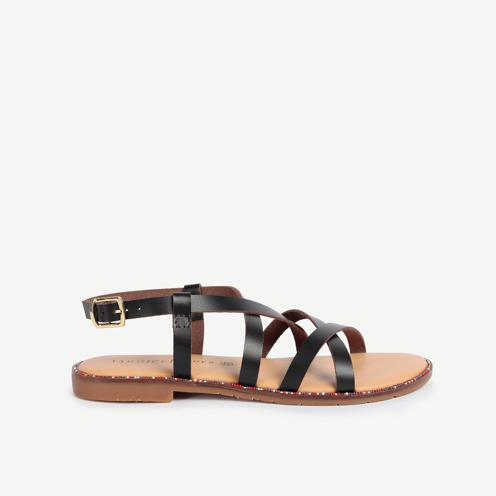 Boncuklu Taban Detaylı Deri Sandalet