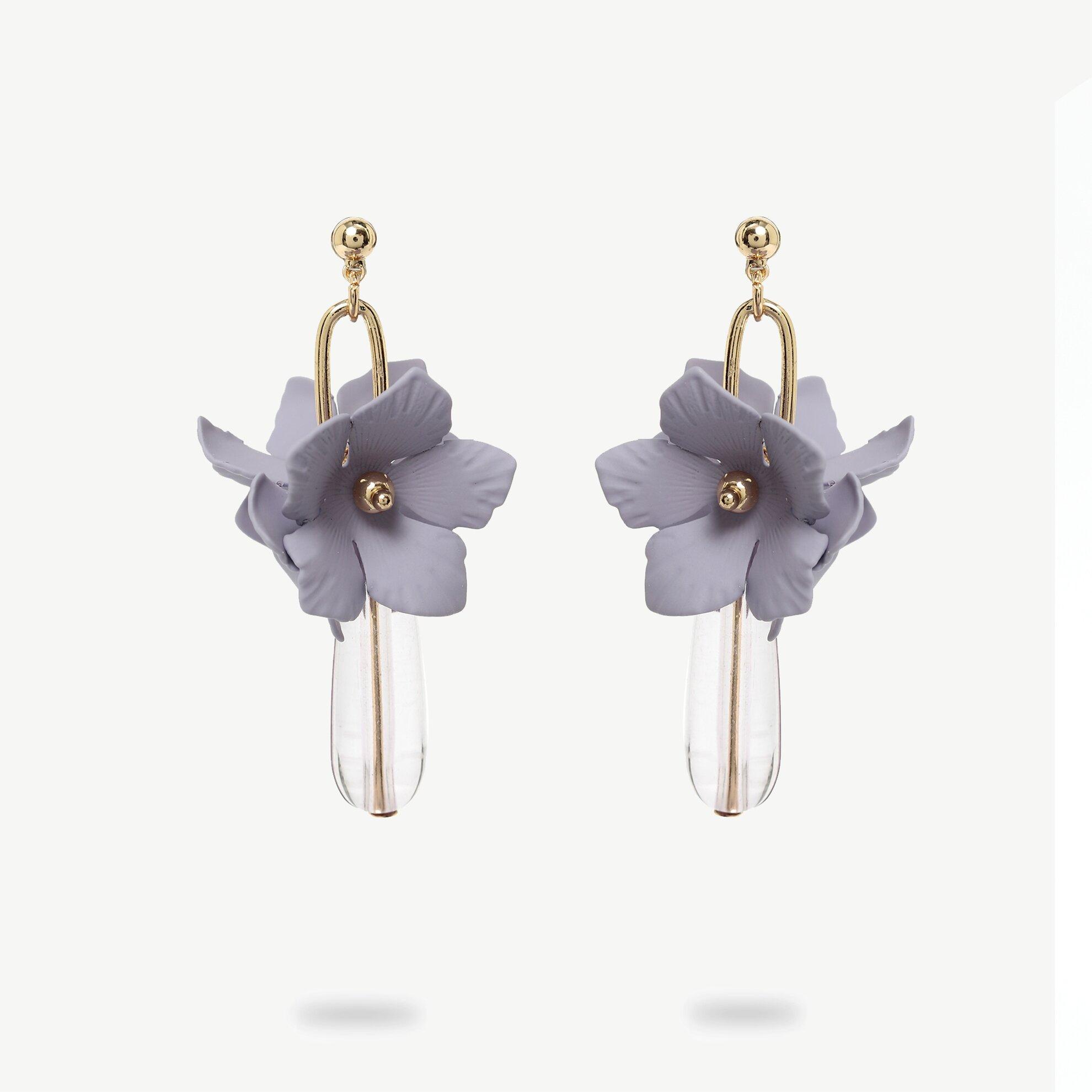 Çiçek Formlu Sallantılı Küpe