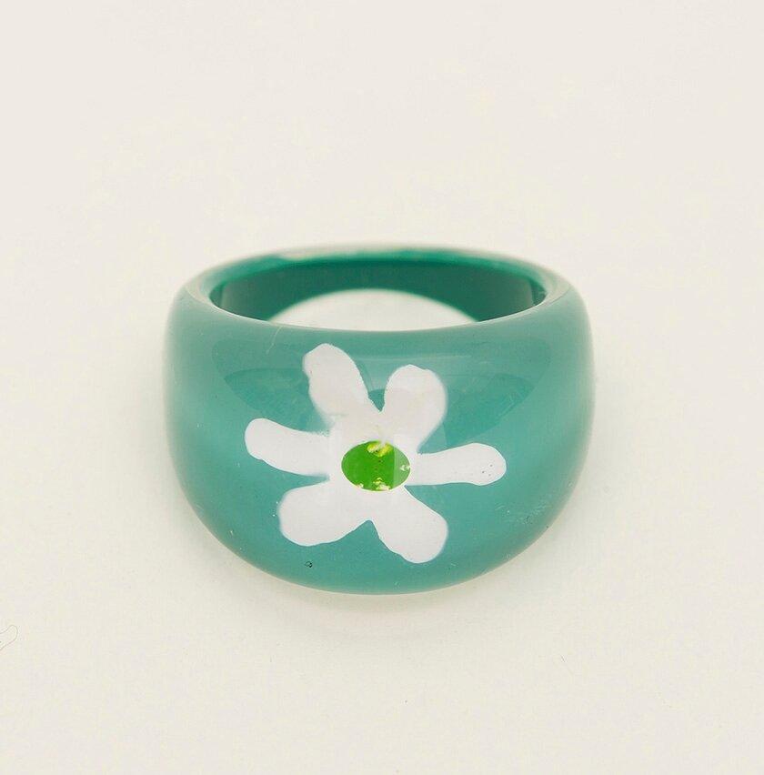 Beyaz Çiçekli Yeşil Renkte Yüzük
