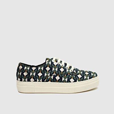 Sneaker aus Stoff