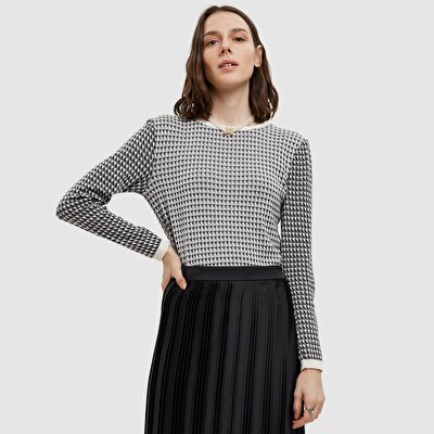 Picture of Houndstooth Patterned Sweater