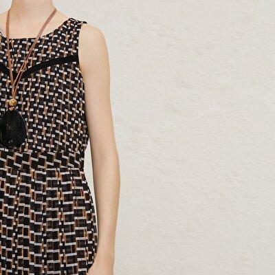 Pli Detaylı Diz Üstü Elbise