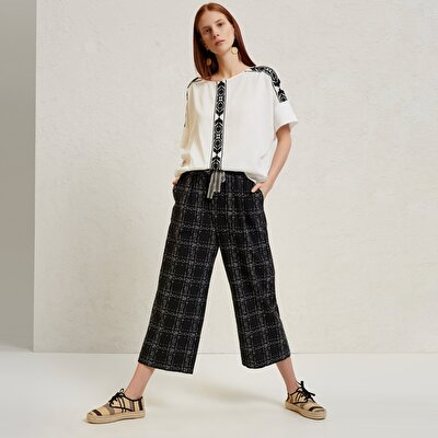 Belt Detailed Cropped Trousers