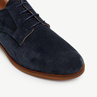 Schuhe aus Veloursleder