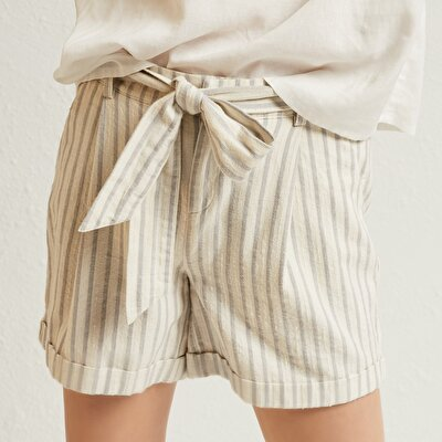 Pleat Detailed Relaxed Fit Shorts