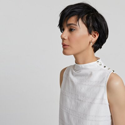 Bluse ärmellos mit aufrechtem Kragen