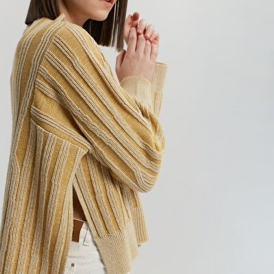 Slit Detailed High Neck Knitwear