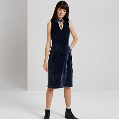 Kleid mit Kragendetail