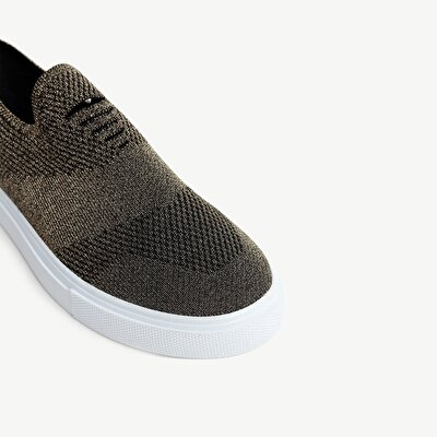 Sneaker aus Strick