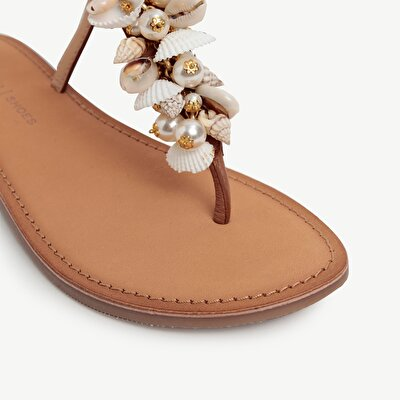 Leather Sandal With Shell Detail