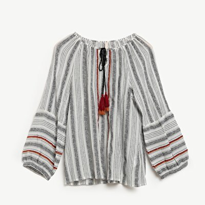 Kontrast Detaylı Bluz
