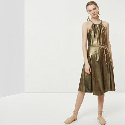 Yaka Detaylı Elbise