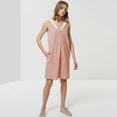 Ärmelloses Kleid Mit Ausschnitt Und Schal